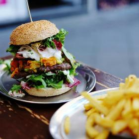 Pourquoi il vaut mieux manger 2 burgers qu'un burger avec des frites