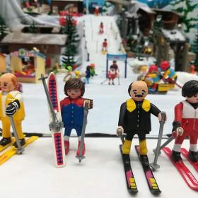 « Les Bronzés font du ski » existent désormais en Playmobil !