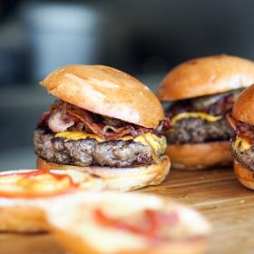 Vous ne mangez pas vos burgers correctement : voilà comment vous devriez faire