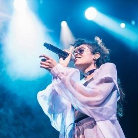 Charli XCX et AlunaGeorge en concert à Paris pour le VW Garage Sound