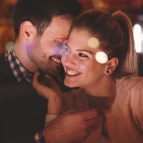 Pourquoi coucher le premier soir peut mener à une belle histoire d'amour