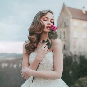 La collection de robes de mariée Princesses Disney est enfin disponible et elle est absolument sublime
