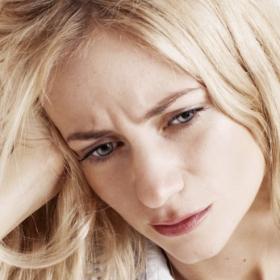 Pourquoi le sommeil et la caféine sont plus efficaces que les antidouleurs classiques