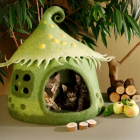 Elle crée des maisons pour chat pleines de couleur vraiment adorables