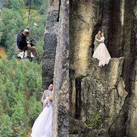 18 photos qui prouvent que les photographes de mariage sont prêts à tout pour prendre une belle photo