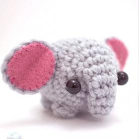 Elle réalise des animaux miniatures en crochet et ils sont vraiment adorables !