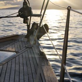 Pourquoi louer un bateau est le meilleur moyen de passer des vacances loin de la foule