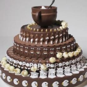 Attendez de voir ce qu'il se passe lorsque ce gâteau commence à tourner