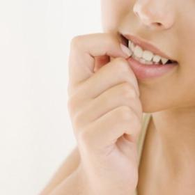 Comment arrêter définitivement de se ronger les ongles ?