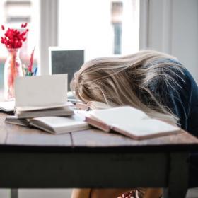 5 signes que vous souffrez de fatigue pandémique et 8 conseils pour y remédier au plus vite