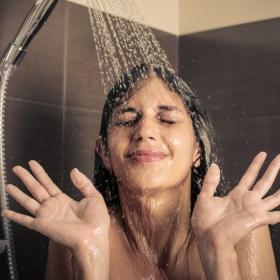 Voici combien de temps vous devriez passer sous la douche si vous voulez en forme le matin