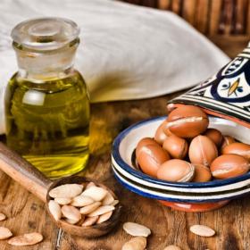 5 bienfaits de l'huile d'argan pour la peau et les cheveux et comment en profiter