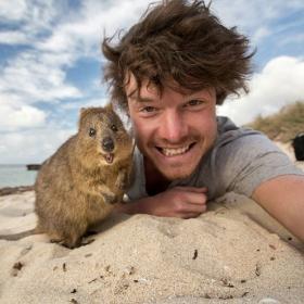 L'homme qui prenait des selfies géniaux avec des animaux