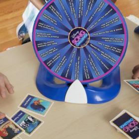 Voici le jeu de société rêvé des fans de Disney et de tous ceux qui connaissent les chansons par coeur