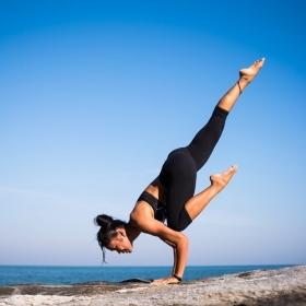 Les 5 postures de yoga qui vont vraiment améliorer votre vie sexuelle