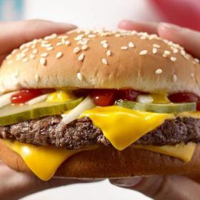 Voilà pourquoi vous avez toujours faim une ou deux heures après avoir mangé McDo