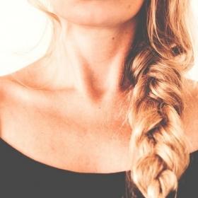 4 choses qui arrivent quand on arrête de se laver les cheveux tous les jours