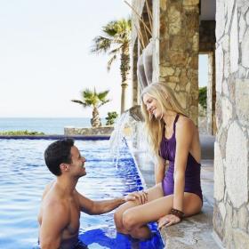 5 bonnes raisons de faire l'amour dans une piscine