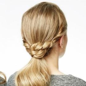 Tutoriel coiffure pour réaliser une queue de cheval nouée