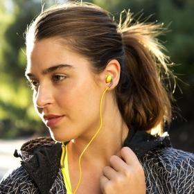 Pourquoi vous devez nettoyer vos écouteurs le plus vite possible (et comment faire)