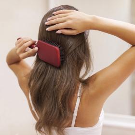 5 bonnes raisons de se brosser les cheveux 2 fois par jour