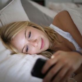 5 raisons de NE PAS prendre votre smartphone avec vous quand vous vous couchez