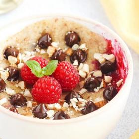 La recette du gâteau chocolat framboises prêt en moins de 4 minutes au micro-ondes
