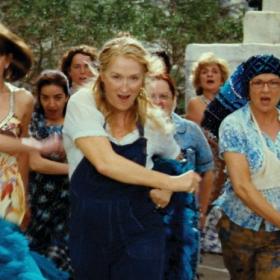 Le film musical Mamma Mia revient au cinéma en version karaoké et soirée disco