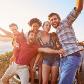 8 avantages de partir en vacances entre célibataires