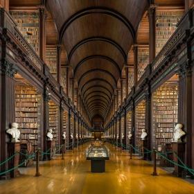Cette bibliothèque irlandaise propose plus de 200 000 livres !