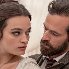 Eiffel, le nouveau film ultra romantique avec Emma Mackey (Sex Education) et Romain Duris