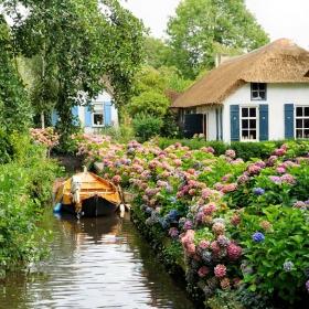 Ce village n'a aucune route et est tellement joli qu'il semble tout droit sorti d'un conte de fées !