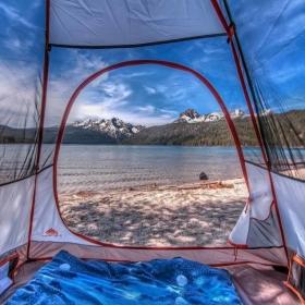 13 paysages magnifiques vus d'une tente qui vont vous (re)donner envie de faire camping !