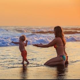 6 conseils pour des vacances en famille réussies avec bébé