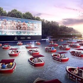 Une séance de cinéma sur l'eau est organisée pour le lancement de Paris Plage