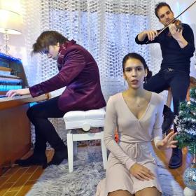 Peter Buka, le pianiste de talent aux millions de vues, nous permet de prolonger les fêtes en musique