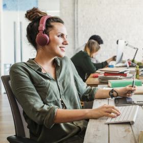 Pourquoi chanter avec vos collègues est une bonne idée pour mieux travailler