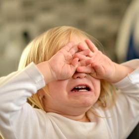 Mon enfant n'arrête pas de crier : comment lui faire perdre cette mauvaise habitude