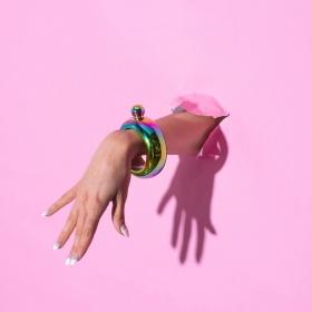 Le bracelet flasque, le nouvel accessoire pour boire avec style (ou pas)