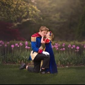 Le frère de cette petite fille de 5 ans lui a fait une belle surprise avec une séance photo Disney