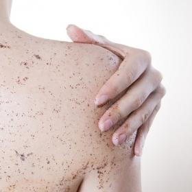 Voici ce qui arrive à votre peau lorsque vous l'exfoliez trop