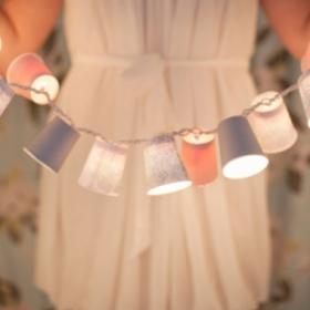 DIY : comment créer votre propre guirlande lumineuse avec des gobelets en carton