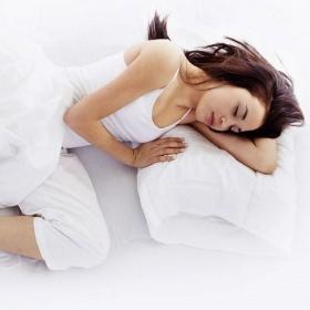 Voilà pourquoi dormir sur le côté gauche est bon pour vous