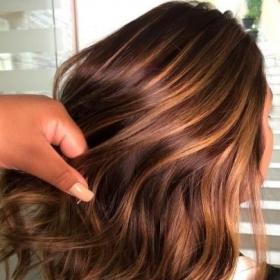 La tendance Caramel Hair : pourquoi vous allez craquer sur cette coloration qui a le don d'ensoleiller la chevelure