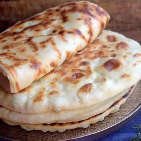 La recette du pain au fromage maison à préparer à la poêle en moins de 3 minutes