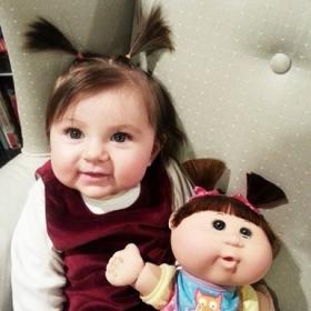 25 bébés qui ressemblent comme 2 gouttes d'eau à leur poupée