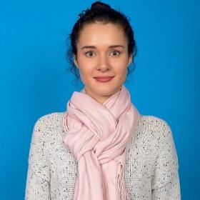 8 façons d'accessoiriser votre look avec un foulard
