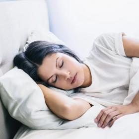 Tout le monde perd du poids dans son sommeil, et voilà comment ça fonctionne
