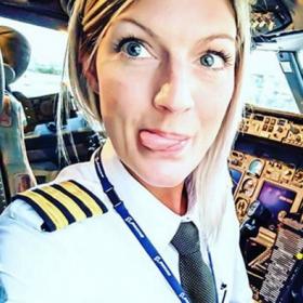 Les selfies incroyables de cette pilote de ligne suédoise affolent le web