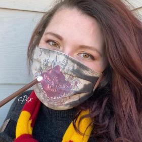 Ce masque dévoile la carte du Maraudeur d'Harry Potter quand on le porte, et tout le monde l'adore
